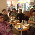 Photo taken at The Coffee Bean & Tea Leaf by Muhamad A. on 11/28/2014