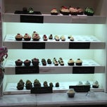 Photo taken at Cupcake Couture by Warren C. on 12/18/2012