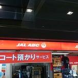 Photo taken at 成田空港第2ターミナル JAL ABC 手荷物託配カウンター by Masakazu K. on 3/20/2014