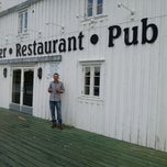 Photo taken at Skjærbrygga Restaurant og rorbuer by Ugur K. on 6/7/2013