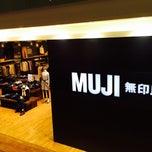 Photo taken at MUJI by ユウタ 栗. on 12/30/2014