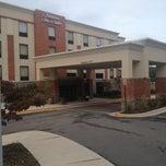 Photo taken at Hampton Inn & Suites Mt- Vernon/Belvoir-Alexandria South Area by Emmanuel M. on 10/16/2013