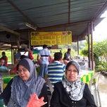 Photo taken at Warong Roti Canai Man Kedah by ذوالخيري ع. on 1/24/2013