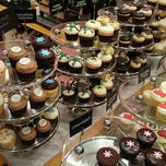 Photo taken at Georgetown Cupcake by Brynne Z. on 12/11/2012