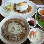 Photo taken at 오리엔탈스푼 (ORIENTAL SPOON) by Hyoung Sun P. on 9/12/2014