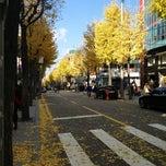 Photo taken at 가로수길 (Garosu-gil) by Nam L. on 11/17/2012