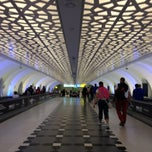 Photo taken at Abu Dhabi International Airport (AUH) مطار أبو ظبي الدولي by Liss Z. on 8/10/2013