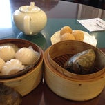 Photo taken at Golden Central Chinese Cuisine 金稻皇宴 by Shella P. on 10/3/2013