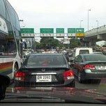 Photo taken at แยกยมราช (Yommarat Intersection) by pjkoo p. on 9/19/2011