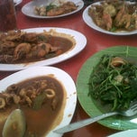 Photo taken at Rumah Makan Sari Melati 1 by dindin w. on 1/26/2013