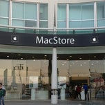 Photo taken at MacStore by Iroyvki A. on 10/25/2012