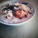 Photo taken at Bubur Ayam (Paling Enak Di Makassar) by Sandpaper V. on 6/10/2013
