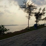 Photo taken at Pantai Lido by Akmal M. on 9/25/2012