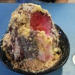 Photo taken at Annie's Peanut Ice Kachang by Ricky S. on 12/28/2012