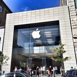Photo taken at Apple Store, Sainte-Catherine by Romain C. on 10/13/2013