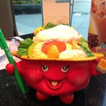 Photo taken at MK (เอ็มเค) by Wynnie N. on 3/26/2013