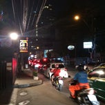 Photo taken at ซอยสุขุมวิท 31 (Sukhumvit 31) by Poya on 12/12/2013