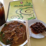 Photo taken at Laksa Medan Yoserizal by Edy S. on 6/5/2013