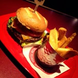 Photo taken at Red Robin Gourmet Burgers by Clarine N. on 6/19/2013