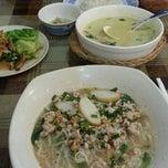 Photo taken at Sweet Lemongrass Restaurant Pandan by Lee Y. on 4/19/2014