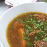Photo taken at Phở Cây Quéo by Hi L. on 7/19/2012