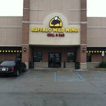 Photo taken at Buffalo Wild Wings by Kevin L. on 11/20/2011