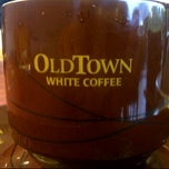 Photo taken at OldTown White Coffee by Randhy Z. on 8/24/2011