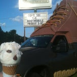 Photo taken at Gifford's Ice Cream by Rochelle C. on 7/27/2012