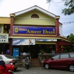 Photo taken at Restoran Ameer Ehsan by Norman U. on 4/11/2012