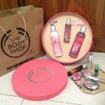 Photo taken at The Body Shop by 'THAZYA' Anastasia Rizki on 11/28/2013