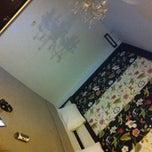 Photo taken at โรงแรมศรีราชาลอดจ์ (Sriracha Lodge Hotel) by Pheizizzt P. on 9/9/2014