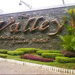 Photo taken at The Valley Bistro Cafe & Resort Hotel by Teti S. on 11/1/2012