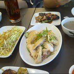 Photo taken at BB Hailam Chicken Rice by Cicilia G. on 10/8/2012