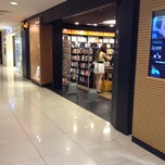 Photo taken at Times Bookstores by Thian H. on 2/28/2014