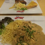 Photo taken at Jeffer Steak (เจฟเฟอร์) by Fernny L. on 4/23/2015