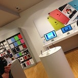 Photo taken at ivizi (Apple Premium Reseller) by Merijn H. on 12/16/2012