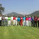 Photo taken at Alpine Golf Resort Chiang Mai (อัลไพน์กอล์ฟรีสอร์ทเชียงใหม่) by Faizal Zainol ✈️🔋⛳️🏁 (. on 12/27/2012