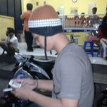 Photo taken at Martabak Ramayana by Hilmiy I. on 12/20/2012