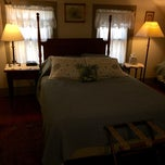Photo taken at Stagecoach Inn Bed & Breakfast by Laura D. on 10/19/2014