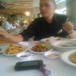 Photo taken at D'Cost Seafood by Bayu Jarwo S. on 3/28/2015