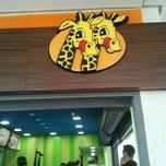 Photo taken at Giraffas by Elton B. on 4/11/2013