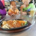 Photo taken at Steak KQ 5 by Nurdiansyah on 5/4/2014