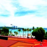Photo taken at Pattaya Discovery Beach Hotel (D-Beach) by Masaru E. on 6/8/2013