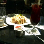 Photo taken at de`EXCELSO by ningτчäs كَيهُ on 11/17/2012