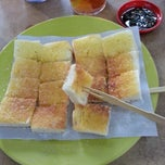 Photo taken at Joo Leong Cafe (裕隆茶室) by Ng J. on 6/29/2013