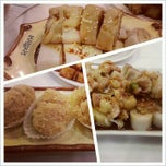 Photo taken at Qin Dynasty Seafood Restuarant by Alan H. on 12/8/2012