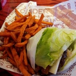 Photo taken at Red Robin Gourmet Burgers by Robert G. on 6/14/2012