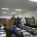 Photo taken at Ruang Kuliah 403 Fakultas Kedokteran UMI by Gabriyah H. on 4/3/2012