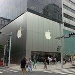 Photo taken at Apple Store, 銀座 by nnkoji +. on 7/14/2013