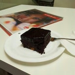 Photo taken at Secret Recipe by Kyriena D. on 9/28/2012